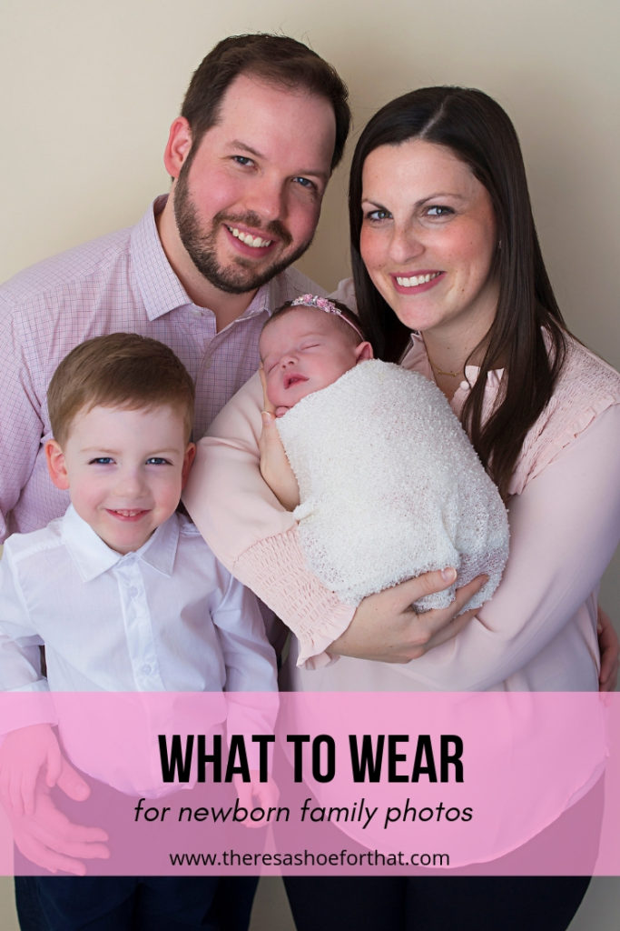 A guide of what to wear for family photos with your newborn baby with tips from the parents and the photographer. #parenting #newborn #photography